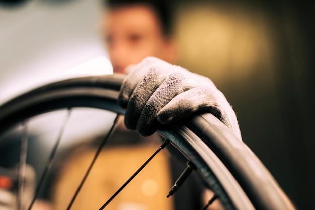 自転車の修理のメカニック 無料写真
