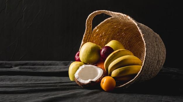 ムーディーフルーツのある静物 無料写真