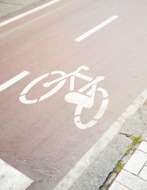 自転車道の道路標識 無料写真