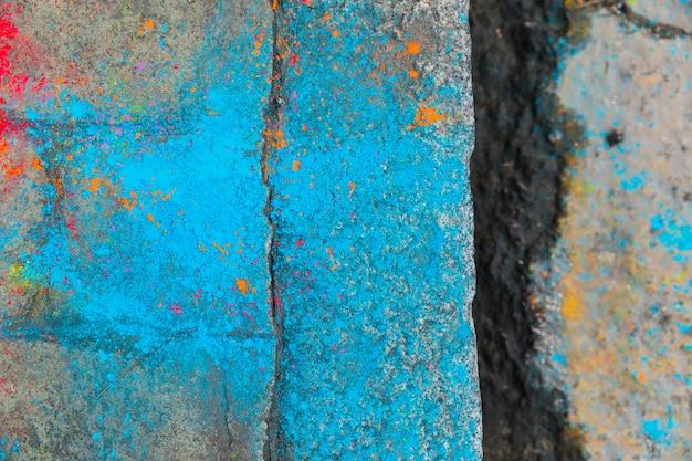 青い染料で敷石の裂け目 無料写真