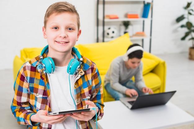 男の子のゲーム 無料写真