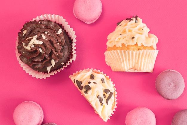 カップケーキとマカロン 無料写真