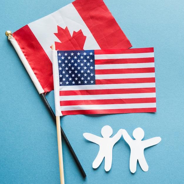 友情紙人と国旗 無料写真