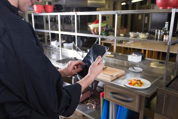 Шеф-повар с планшетом Бесплатные Фотографии