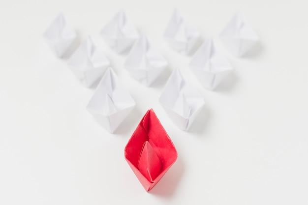 折り紙ボートのリーダーシップの概念 無料写真