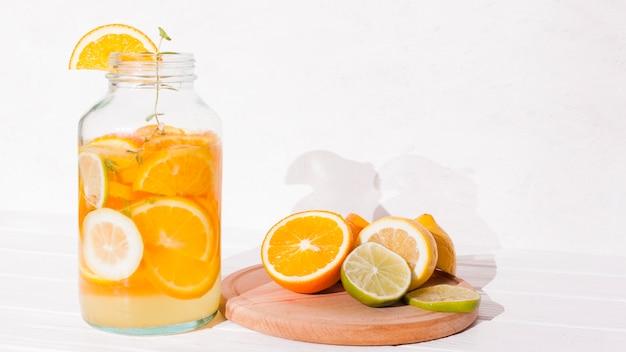 さわやかな柑橘系の飲み物 無料写真