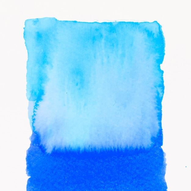 白地に水彩で暖かいブルーの抽象的なブラシストローク 無料写真