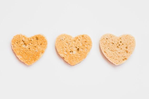 ハートの形のパンのトーストスライス 無料写真