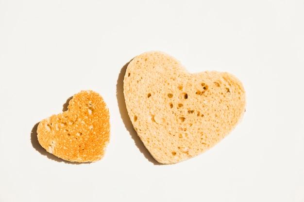 Ломтик поджаренного хлеба в форме сердца Бесплатные Фотографии