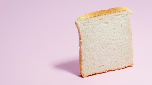 Ломтик хлеба с цветным фоном Бесплатные Фотографии