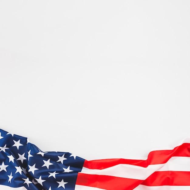 星とストライプのしわくちゃのアメリカの国旗 無料写真