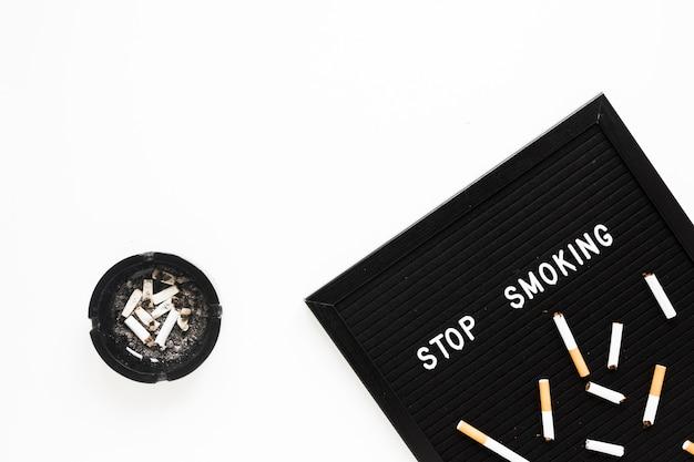 タバコと上から見た言葉 無料写真