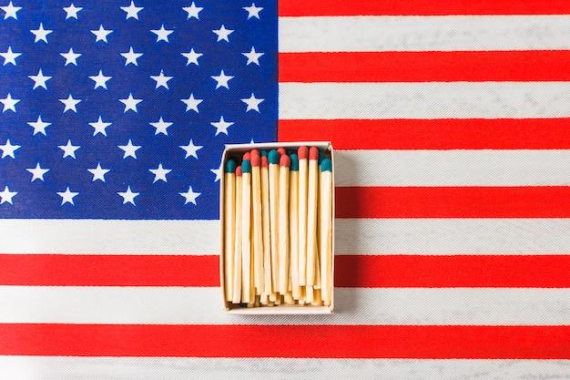 アメリカ国旗の赤と青のマッチ棒 無料写真