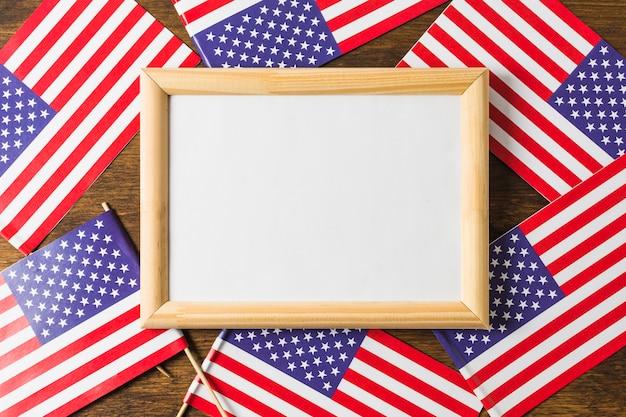 アメリカアメリカの国旗のホワイトボードフレームの俯瞰 無料写真