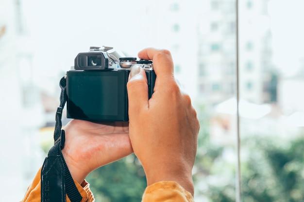 若い女性の写真を撮る 無料写真