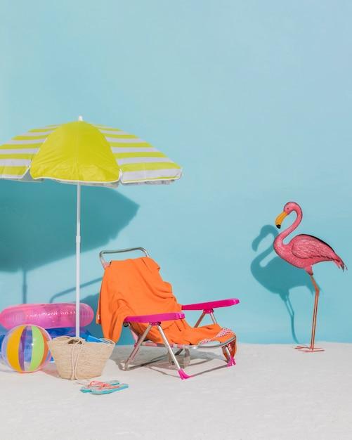 青色の背景色のビーチの装飾 無料写真