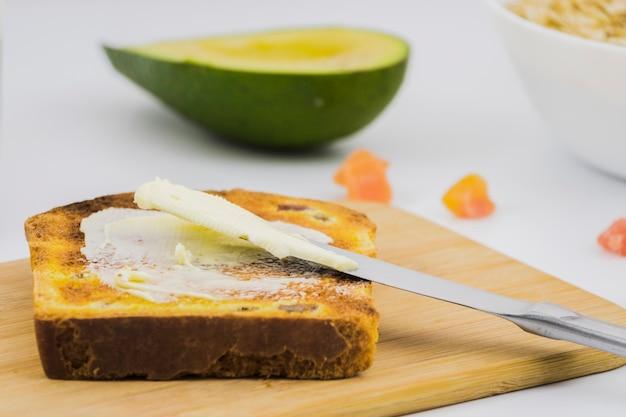 パンとバターのスライスと朝食 無料写真