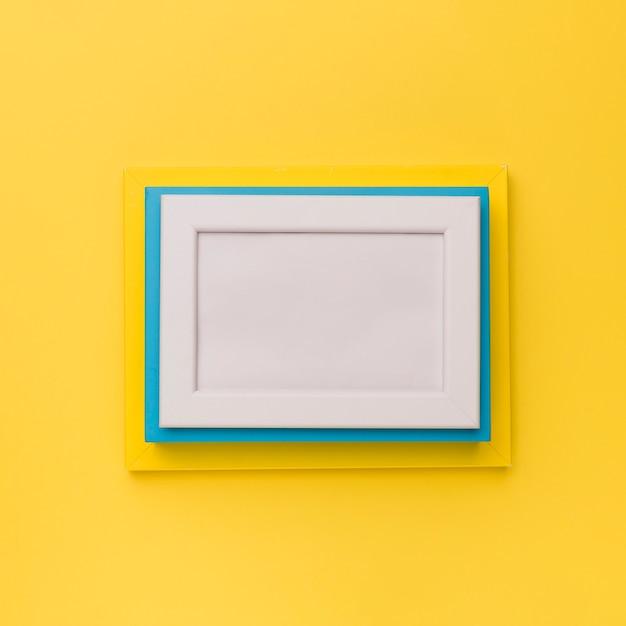 黄色の背景にカラフルなフレーム 無料写真