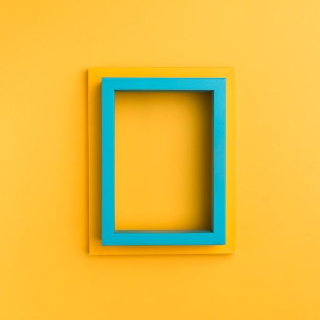 オレンジ色の背景の空のフレーム 無料写真