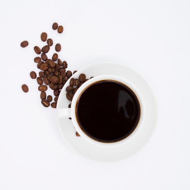 Вид сверху чашка и зерна кофе Бесплатные Фотографии