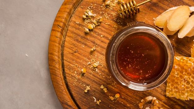 蜂蜜でいっぱいのトップビューガラス瓶 無料写真