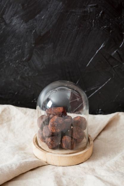 ココアパウダーのチョコレートトリュフ 無料写真