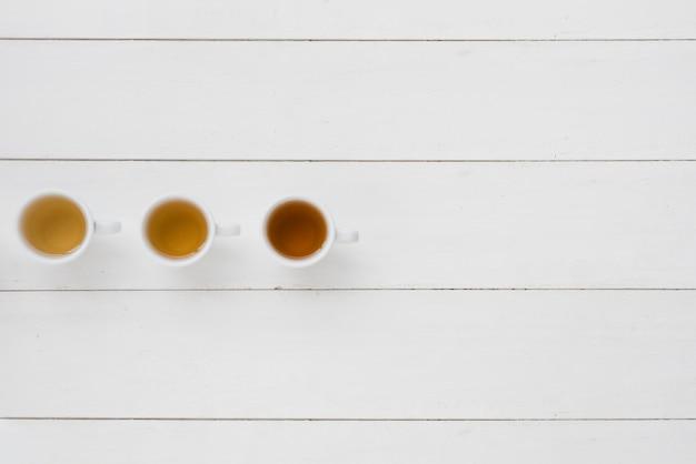 Линия кофейных чашек сверху Бесплатные Фотографии