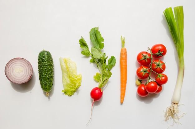 Вид сверху различных видов овощей Бесплатные Фотографии