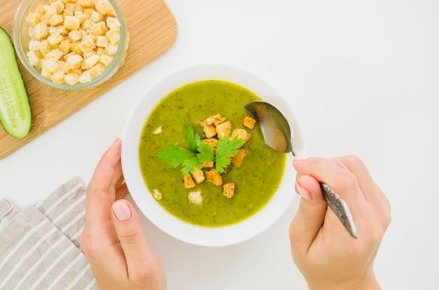 パン粉とパセリの野菜スープ 無料写真