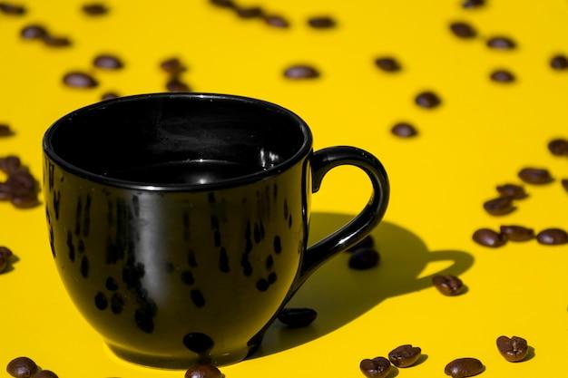 穀物と空のコーヒーカップ 無料写真