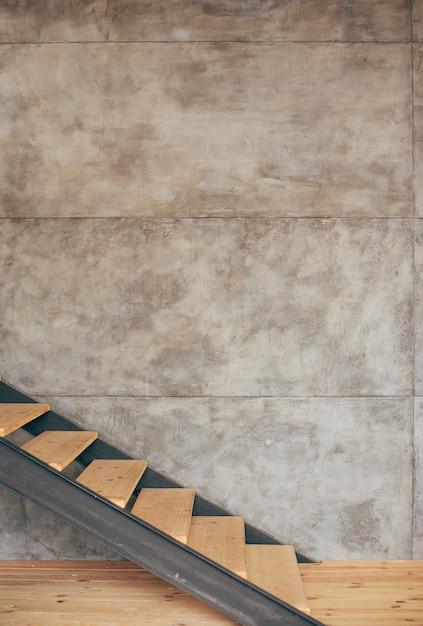 家の中の木製の階段 無料写真