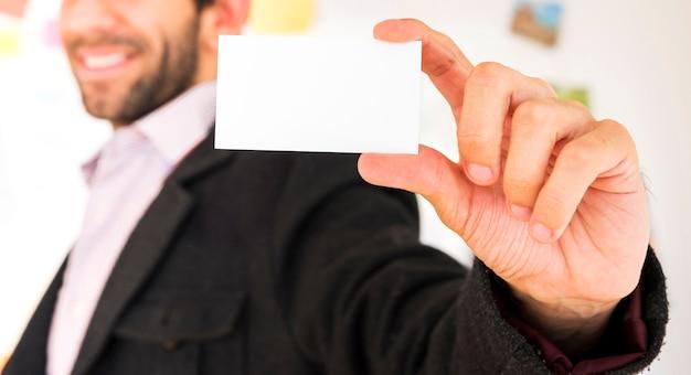 空白の名刺を示す手 無料写真