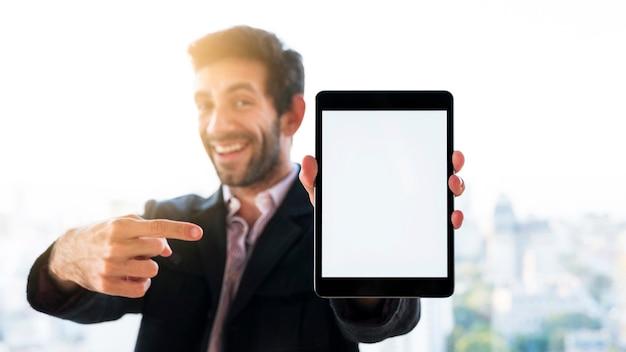 Руки, показывая планшет с пустым экраном Бесплатные Фотографии