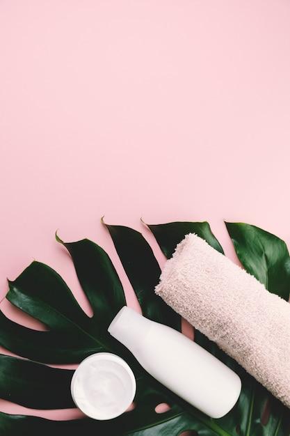 トップビュートロピカルリーブズと美容ツール、化粧品 無料写真