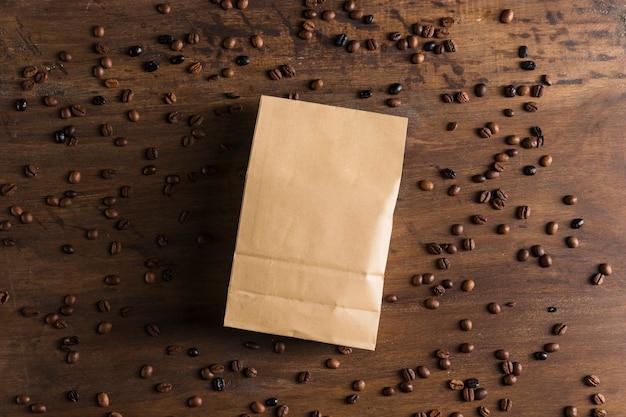 紙パッケージとコーヒー豆 無料写真