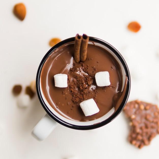 細管とマシュマロのホットチョコレート 無料写真