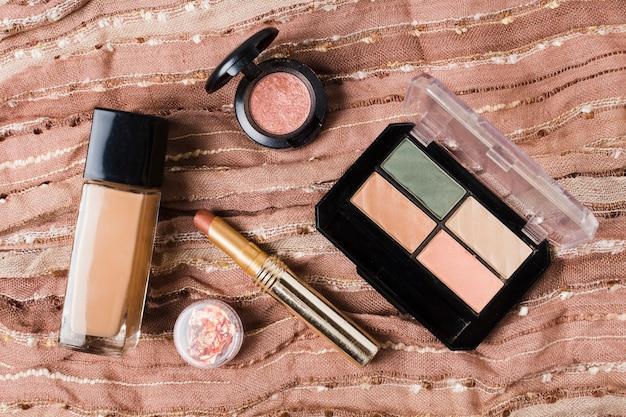 茶色の布に化粧用アクセサリー 無料写真