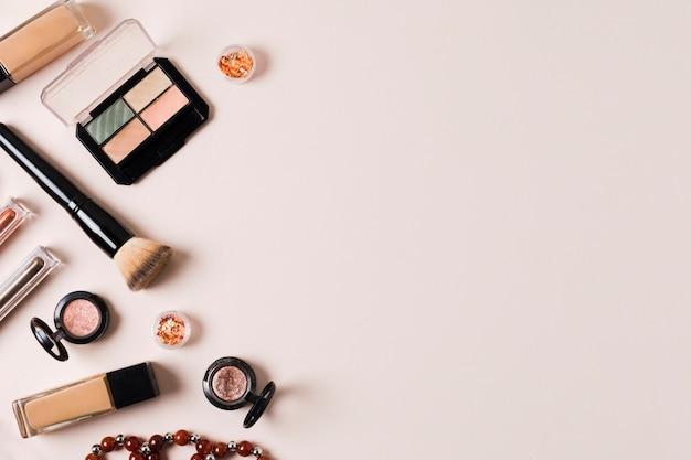 顔の肌矯正のためのメイクアップ化粧品の組成 無料写真