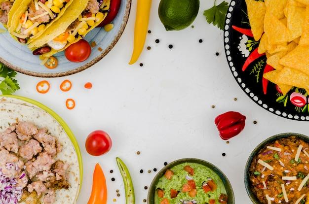 白い机の上のメキシコ料理 無料写真