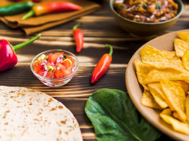 伝統的なメキシコの軽食のセット 無料写真