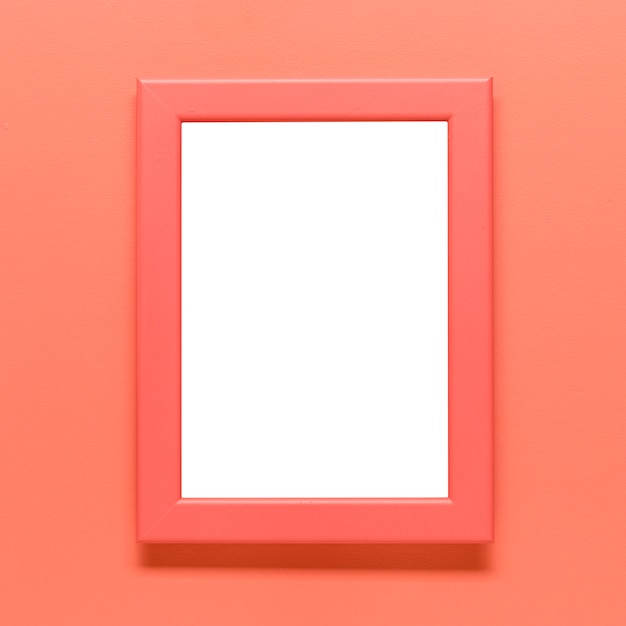色付きの背景上の空白の枠のテンプレート 無料写真