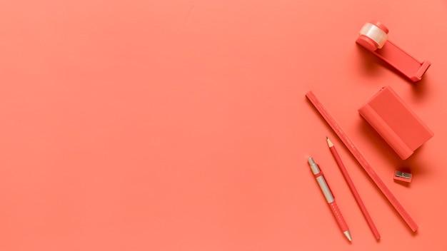 Композиция школьных принадлежностей в розовом цвете Бесплатные Фотографии