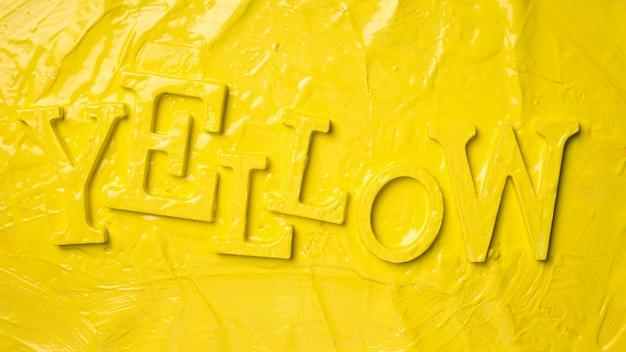 ペンキと黄色の単語のフラットレイアウト 無料写真