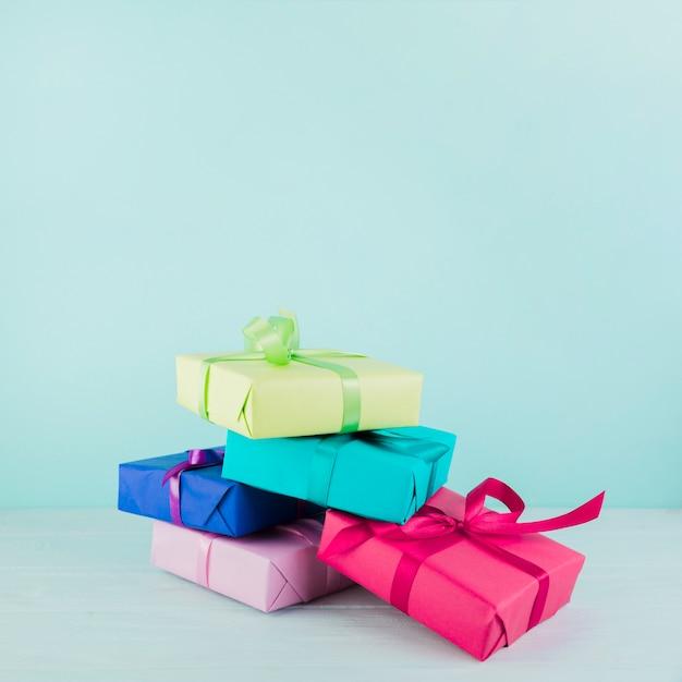色違いのプレゼントボックス 無料写真