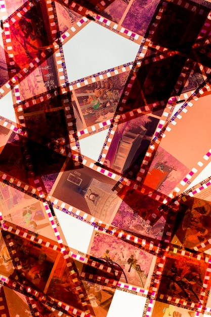 白い背景の上の透明ネガフィルムストライプ 無料写真
