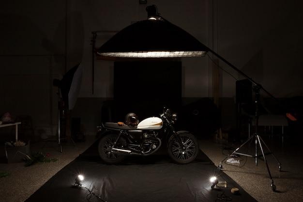 Натюрморт с кафе гонщик в стиле мотобайк Бесплатные Фотографии