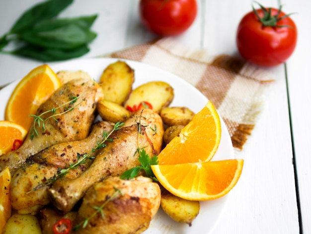 ハーブと鶏の脚を調理 無料写真