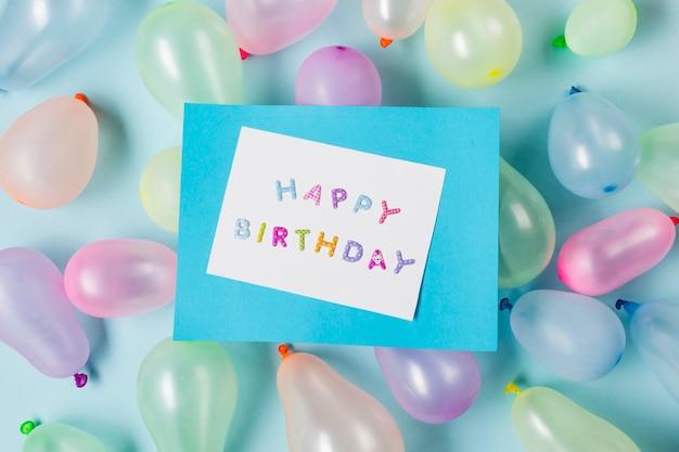 青い背景に風船でお誕生日おめでとうカード 無料写真