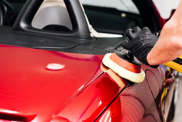 車の外装を掃除人のクローズアップ 無料写真
