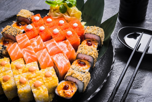アジア料理レストランの寿司料理 無料写真